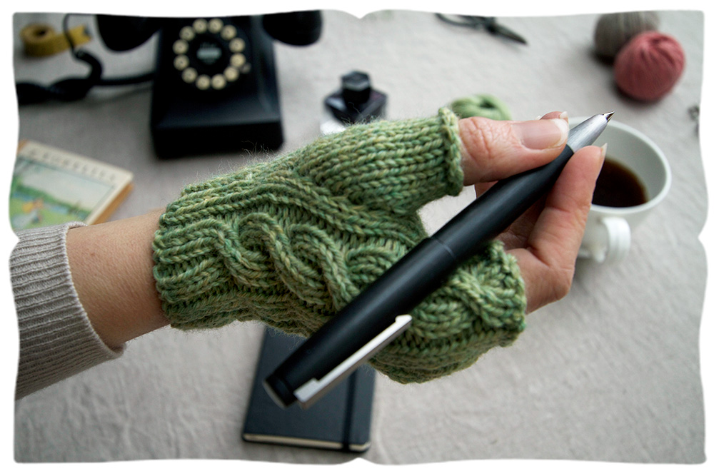 short.cable.green.holdpen