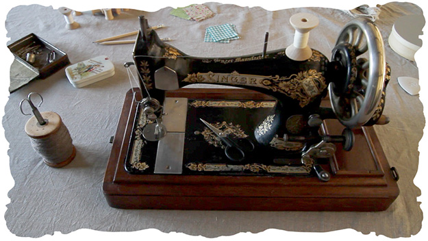 handcrank sewing machine © elisa rathje 2012
